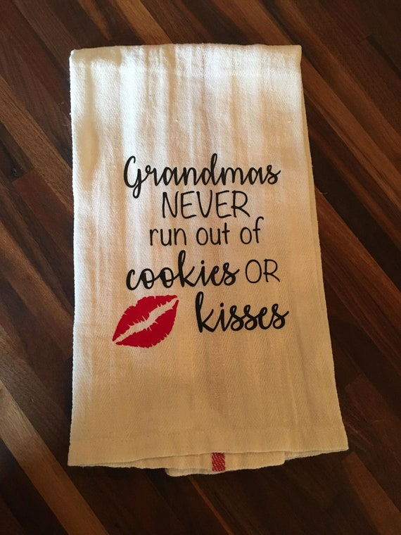"""Grandmas Never Run Out Of Kisses Or Cookies 100/% Cotton, 30/""""x30/"""" Dish Towel"""