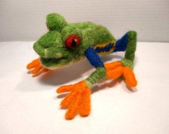 Needle felted animal, frog, red-eyed treefrog, poseable, OOAK Art doll, fiber art, soft sculpture, amphibians