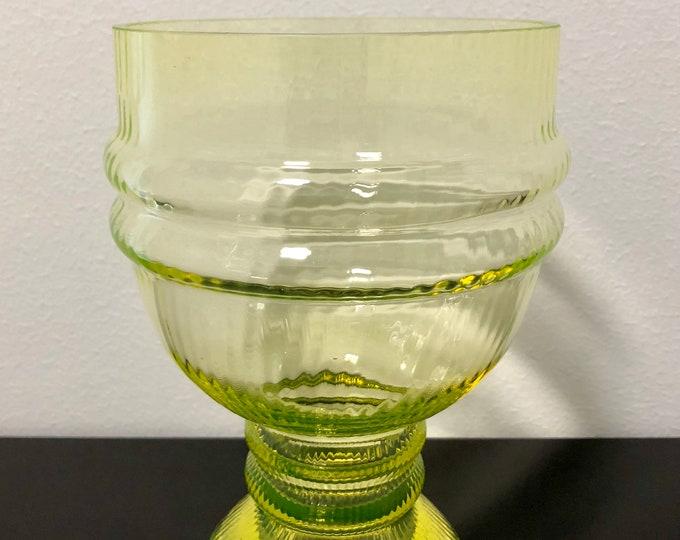Nanny Still 'Sulttaani' (Sultan) Yellow Art Glass Vase - Finnish Mid-Century Modern Vintage Glass Design from Riihimäen lasi, Finland