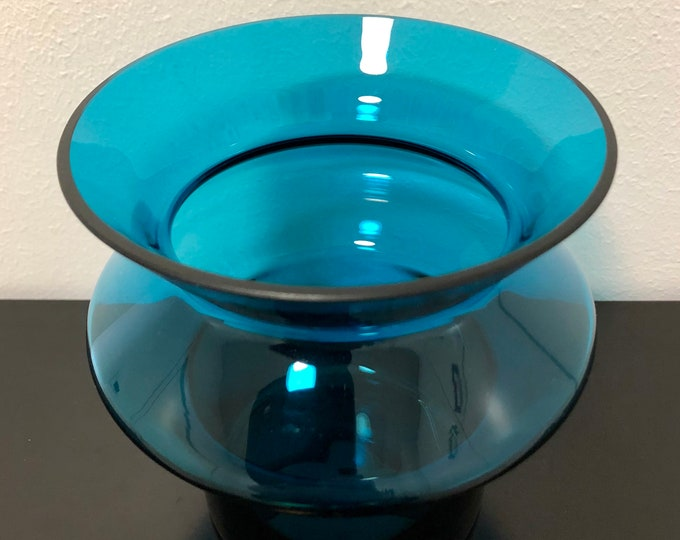 Helena Tynell 'Hyrrä' (Whirligig) 6654 Turquoise Vase - Finnish Vintage Glass Design from Riihimäen lasi, Finland