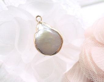 perle nacre baroque, perle keshi, pendentif de nacre, nacre naturelle, perle d'eau,