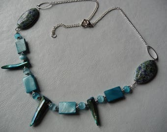 Necklace blue and flowered beads and silver chain.