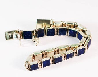 BR Nueva Bracelet in silver and lapis lazuli squares.