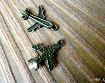 1 airplane charm in bronze for creation