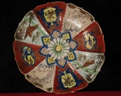 Japanese porcelain dish with chrysanthemum Kiku 16-petals Mon 1863-1867