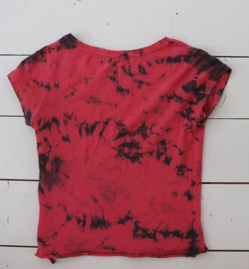 9f21d015377e09 Red   Black  Green marbled tie dyed crop top