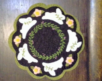candle mat, wool, bunnies, Easter, decor