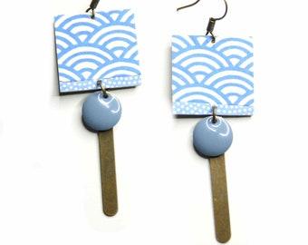 Boucles d'oreille carré, papier japonais, bleu et blanc,émaille,moderne,original,cadeau,fetes des mère,pendente,métal bronze,laiton,été,noel