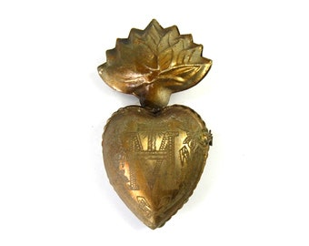 Medium Sacred Heart Ex Voto Milagro Cachette Antique Brass Burning Heart Santos Saint Locket Box Antiqued Gold Pendant Ornament