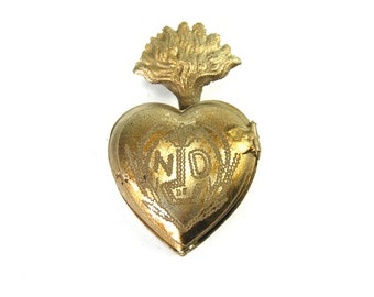 Small Sacred Heart Ex Voto Milagro Cachette Silver Burning Heart Santos Saint Locket Box Antiqued Silver Pendant Ornament