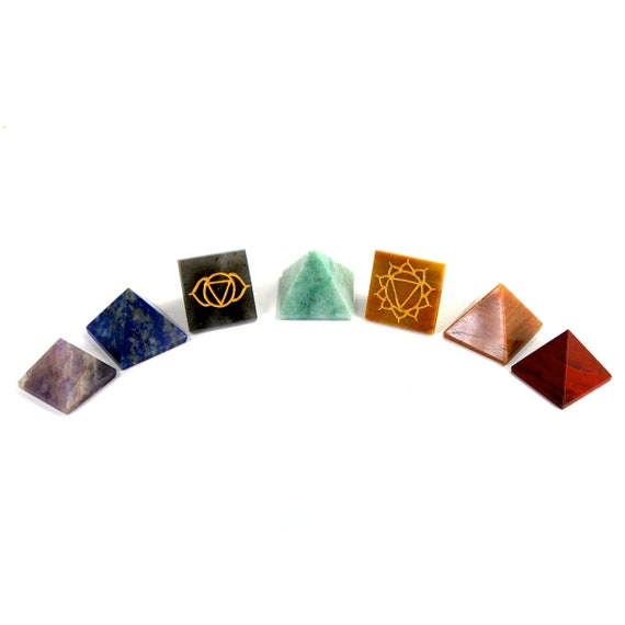 Engraved Chakra Crystal Reiki Pyramids 100/% Natural 7 Stone Set in Gift Pouch//Perfect for Crystal Grids and Meditation