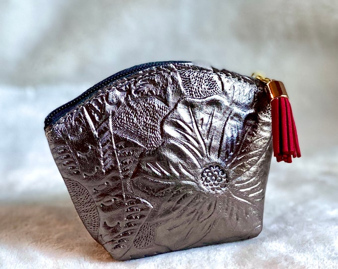 Leather Pouch - small bag for purse - woman small bag - travel makeup bag - medicine bag - zipper pouch - gift for her - leather bag