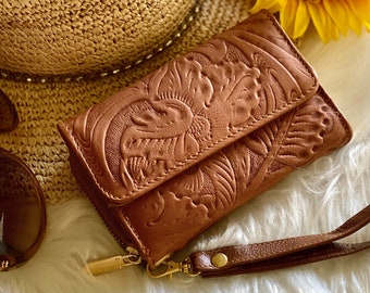 Handcrafted leather wallets for women- wristlet wallet - woman wallet - Handmade gifts for her