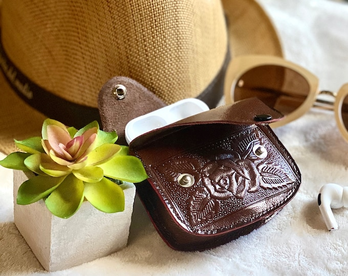 Handcrafted woman change purse - leather coin pouch - gifts for her - small pouch- small pouch