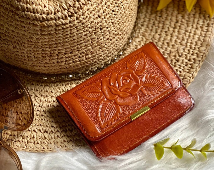 Handcrafted small minimalist wallet-  Small leather wallet -  woman gift  - gift for her - small wallet - woman wallet