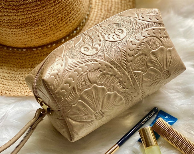 Handcrafted  Makeup bag leather - Women's Toiletry bag - Cosmetic Bag - Gifts for her- Carved Leather makeup bags