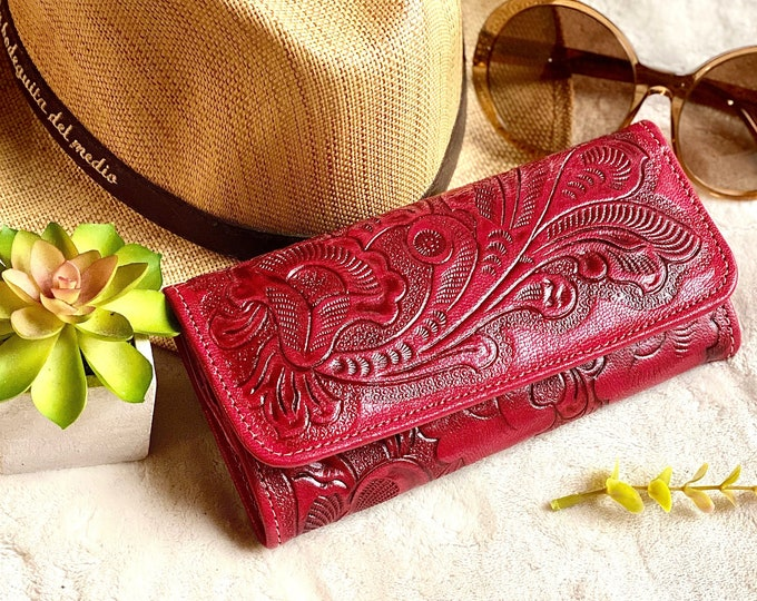 Handmade Carved women's wallets  - wallet women - leather purse - credit card wallet - wallets for women - gift for her