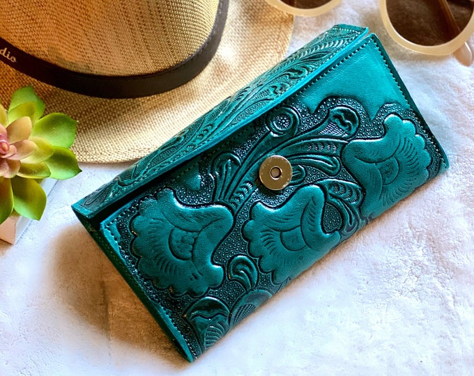 Handmade carved leather woman wallet - wallet women leather - Gift for wife - Gift for her - Wallet woman leather - Credit cards wallet