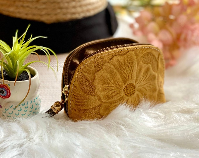 Handmade authentic leather small cosmetic bag - small leather pouch - small bag for purse - Gifts for her - Leather zipper pouch