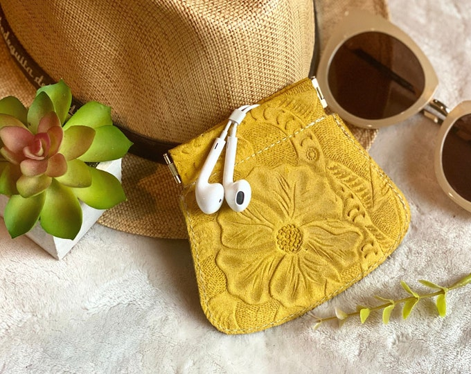 Handmade authentic leather woman coin purse - earbuds case - squeeze coin purse - small leather purse - small leather pouch - gift for her