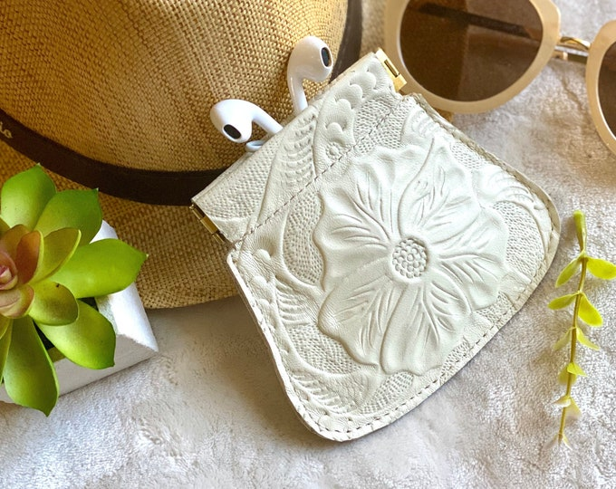 Earbuds case - leather pouch - woman squeeze pouch - squeeze coin purse - small pouch - gift for her - floral pouch - flex frame pouch