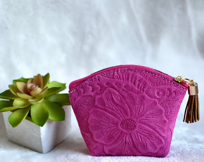 Woman leather change purse - Embossed leather zipper pouch  - Travel pouch - Woman leather pouch  - gift for her - girly things