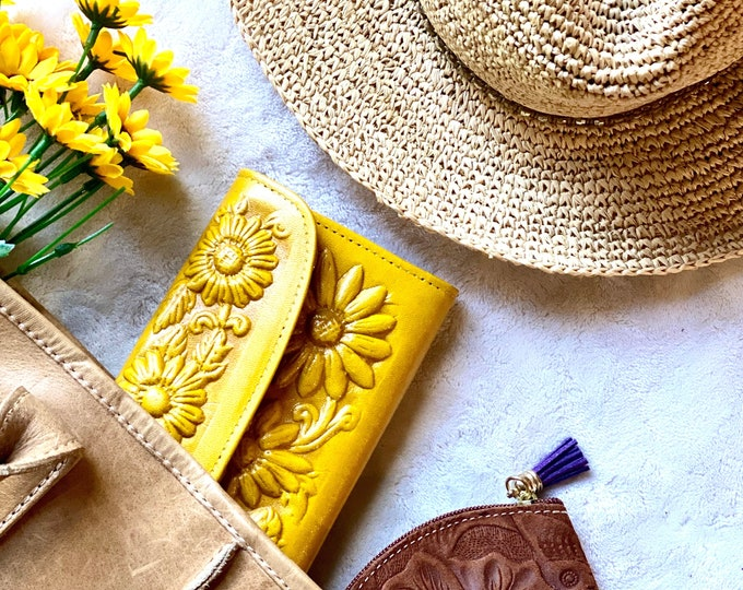 Personalized Engraved sunflowers wallets • leather wallets women • meaningful gifts