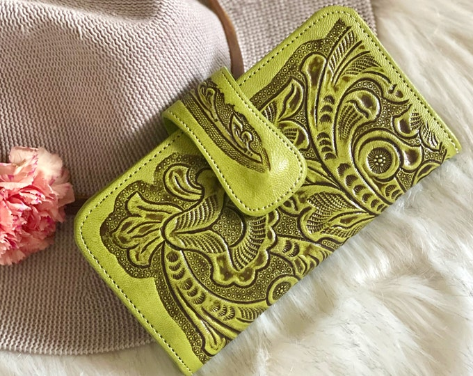 Bohemian sustainable leather wallets for women • gifts for women • credit cards holder