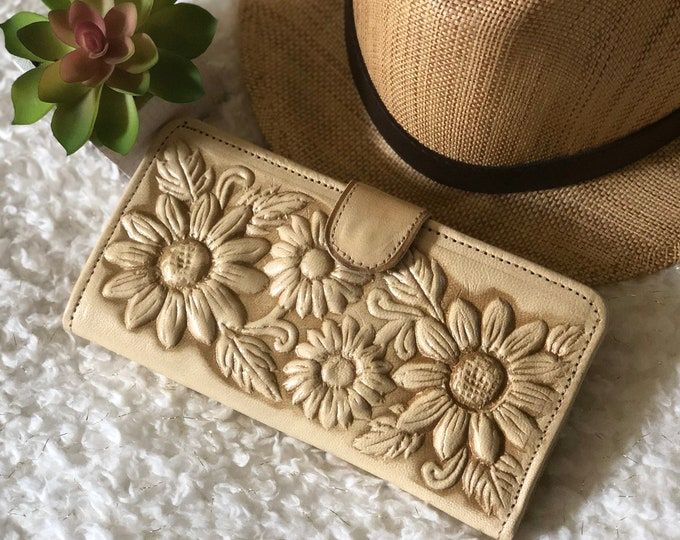 Handcrafted Sunflowers Leather Wallets for Woman - Gifts for her - Bohemian wallet -