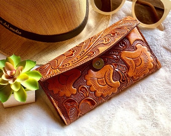 Handmade carved leather woman wallet - woman leather wallet - Handmade gift - Gift for her - Wallet woman leather - Credit cards wallet