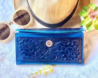 Handmade tooled woman wallet leather - Carved roses wallet - credit card purse -wallets for her - gifts for her - Western wallet