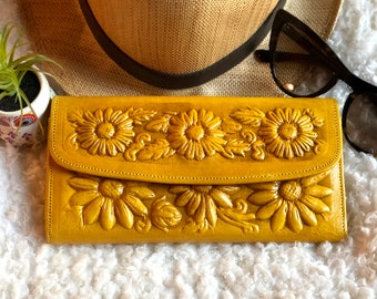 Woman Wallet-  Leather Wallet- Tooled leather Wallet-  Yellow Wallet leather- Gift for woman