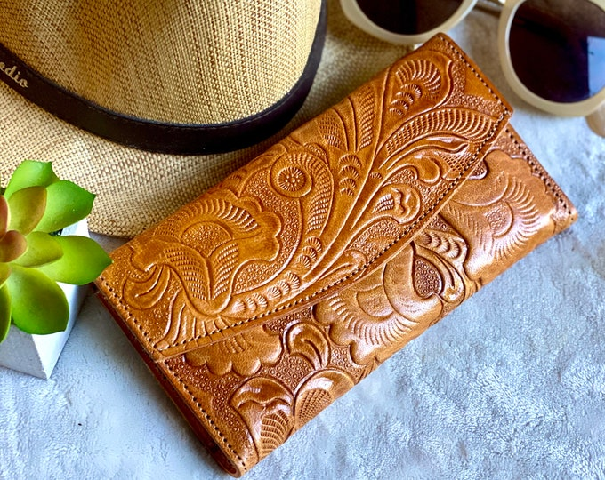 Handcrafted authentic leather wallets for women - leather wallet woman - gift for her - woman wallet - Lilies - floral wallet - woman wallet