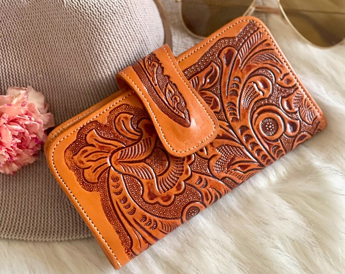 Handmade sustainable authentic leather women wallets • Tooled bohemian wallets • Gifts for her