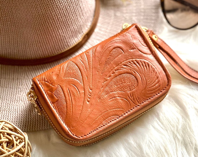 Handmade leather wallet with zipper - wristlets wallets - Leather woman wallet - Gifts for her