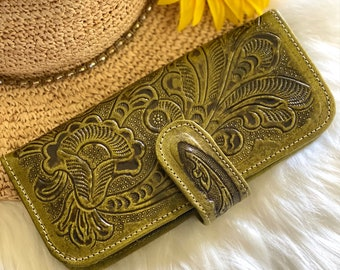 Handmade carved leather woman wallet - leather wallets for women - Gift for wife - Gift for her - Wallet woman leather - Credit cards wallet