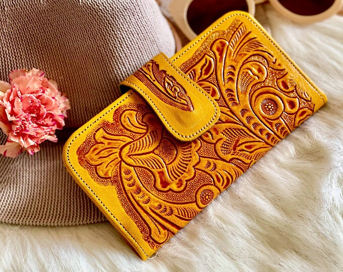 Artisan sustainable leather wallets for woman • leather wallets • bifold wallets • gifts for her