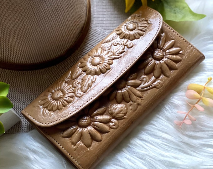Handmade carved leather women wallets - Leather wallets - Gift for wife - Gift for her - Wallet woman leather - Credit cards wallet