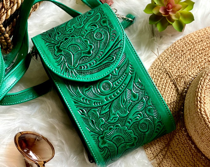 Green leather crossbody purse - Handcrafted crossbody - Crossbody Bag - Leather Bag - Boho Crossbody - Gifts for her