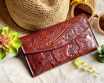 Handmade carved leather woman wallet - Lilies leather wallet - Gift for wife - Gift for her - Wallet woman leather - Credit cards wallet