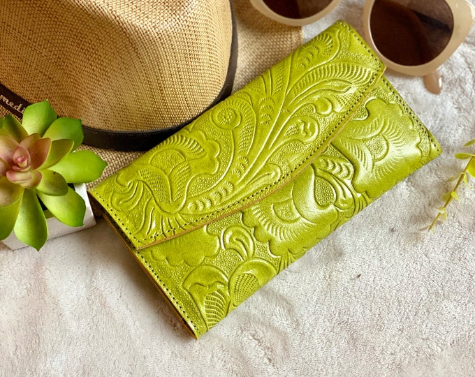 Handcrafted tooled authentic women's wallet - wallet woman - women wallet - leather wallet - leather women's wallet - gift for mom