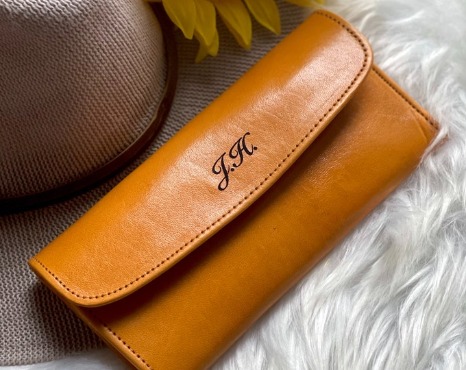 Customize your wallet by adding this listing to your order :)