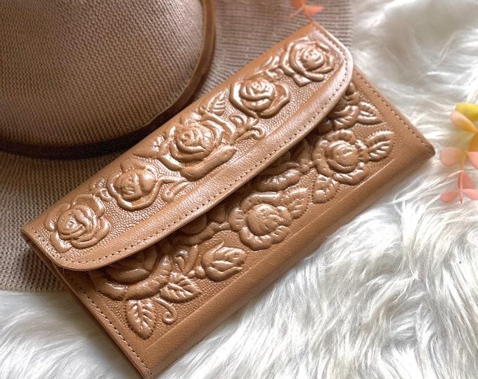 Handmade women's leather wallet • Gift for her • women's wallet • card holder