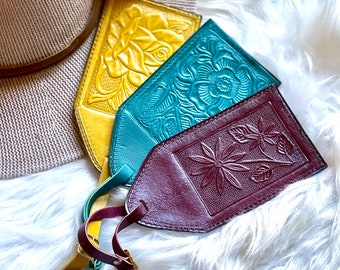 Handmade leather luggage tags - Travel Tags - Travel Gifts
