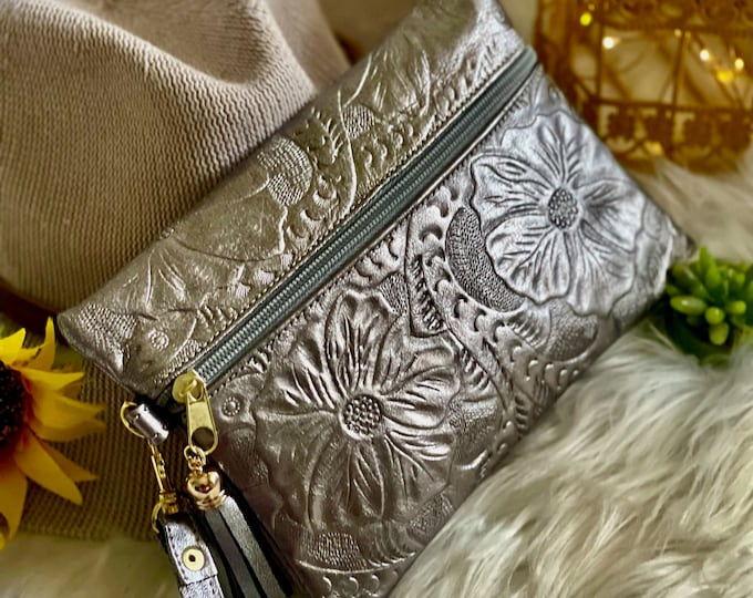 small cosmetic bag• Leather bag for purse • gifts for her • zipper small bag