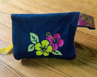 Toiletry bag hanging embroidered