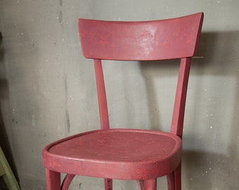 Old seats adalla classic shape decorated with plaster paints with material effect. Burgundy base and small stencils in color cadence