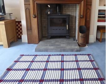Hand woven Graphic floor rug