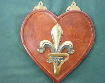 Coat rack with fleur de lis brass fixed on a leather covered heart