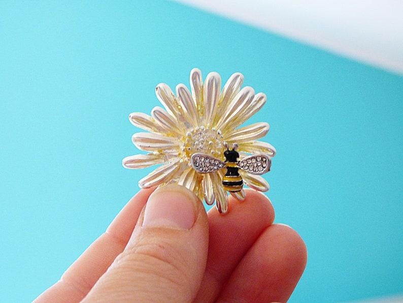 Bee on \u0421amomile Flower Magnetic Needle Minder Magnetic Sewing Minder Sewing Accessory Quilting Needlepoint Cross Stitch Minder